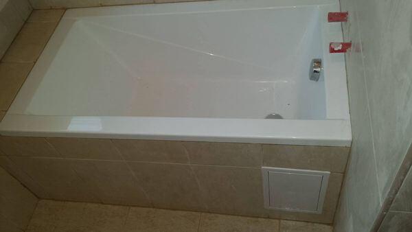 ötletek lakásfelújítás, kád kiválasztása kis fürdőszobába